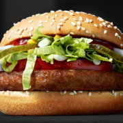 Πρέπει οι βίγκαν να υποστηρίξουν το νέο βίγκαν μπέργκερ των McDonald's;