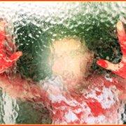 Τα αιματοβαμμένα χέρια ενός ακτιβιστή