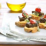 Συνταγή Μπρουσκέτες με Φάβα & Ντολμαδάκια Παλίρροια